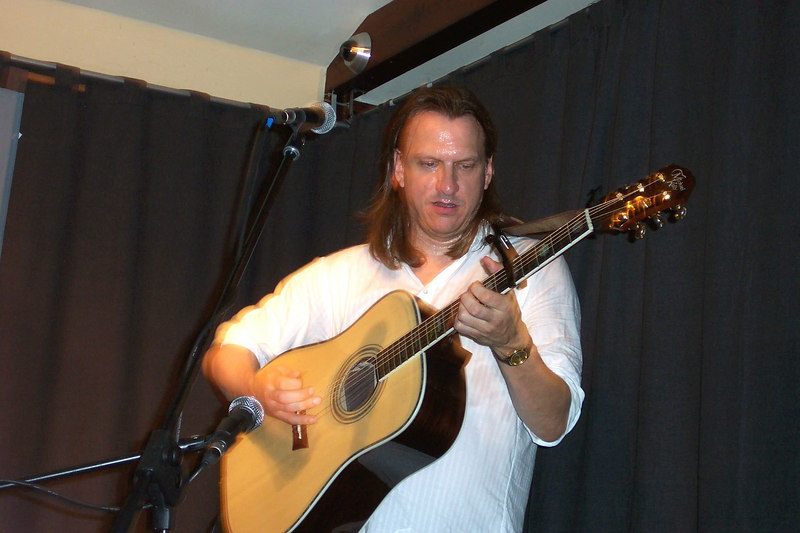 Ellis performing.