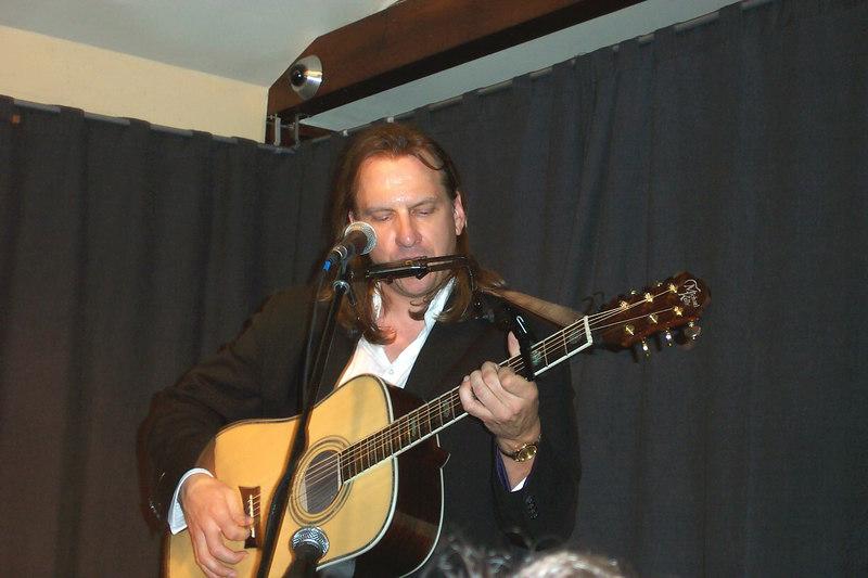 Ellis performs.