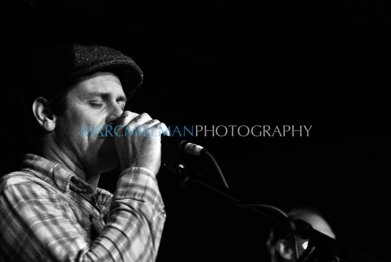 Lay Back Down (B&W) <br /> <br /> Eric Lindell @ Sullivan Hall (Wed 6/9/10)