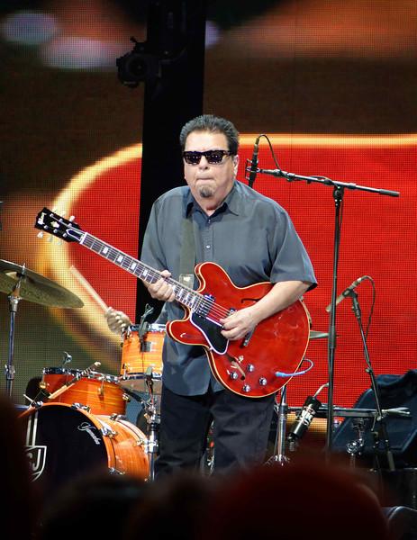 Vince Gill - Eric Clapton's Crossroads Guitar Festival 2013