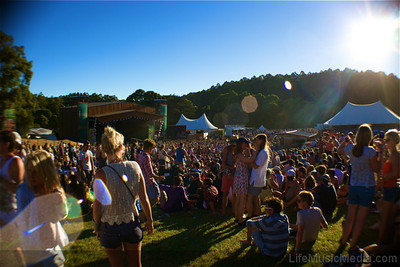 The sun was shining, smiles were on faces and the sweet songs just kept on coming. Yep, Day One was a certified cracker!  Photographer: Elize Strydom