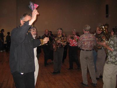 Steve Kotansky leading line dancing to Bez Granica