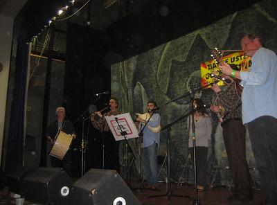 Lyuti Chushki: Tzvety Weiner (vocals), Valeri Georgiev (kaval), Bruce Sagan (gadulka), Len Newman (tambura), Stoyan Kostov (tambura), Varol Saatcioglu (gaida), Larry Weiner (tupan)