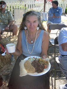 Jana holds dish of delicious Eritrean food.