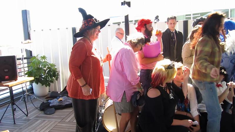 00aFavorite 20161029 (1330) Flash Chorus 11 of 18 - costumed attendees