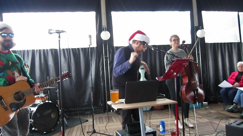 20181215 (1254) Flash Chorus 08 of 18 - audience harmonizing on 'Christmas'
