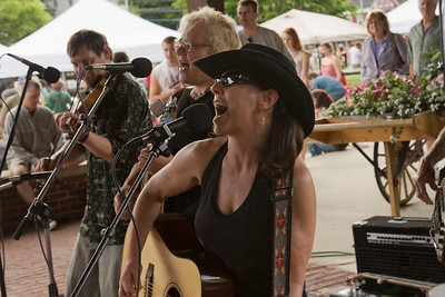 Spike Dogtooth. Christina Mancini, lead vocals; Peggy Lecuyer mandolin; Lars Holden, fiddle; Chris Ferris, bass.