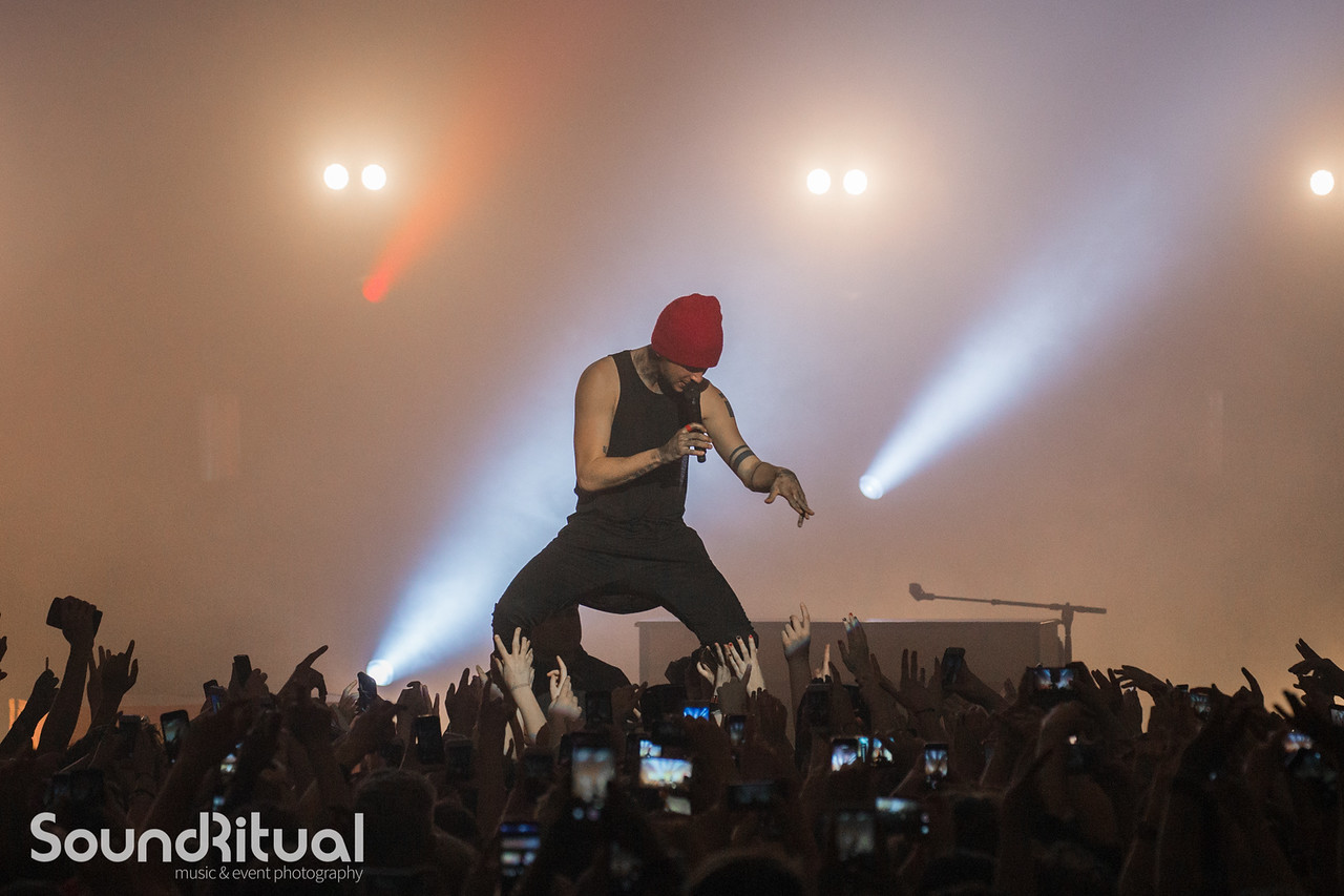 21 Pilots full on show with lights, CO2 and confetti for a packed Portsmouth crowd