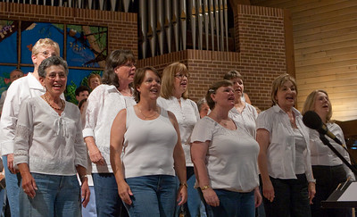 "The Chix singing ""On the Sunny Side of the Street"""