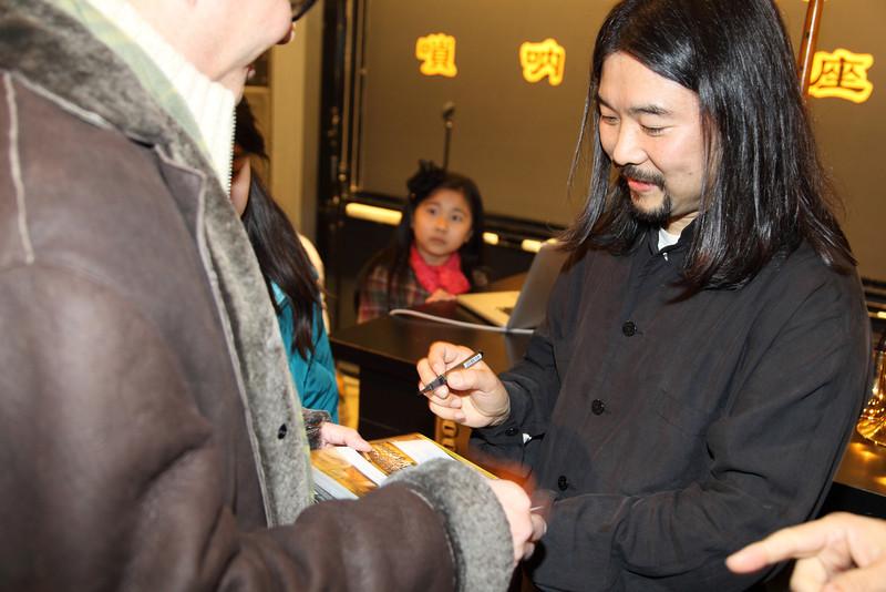 Benjamin Cheung asking autograph from YaZhi Guo 2012-12-01 YaZhi Guo Suona Seminar