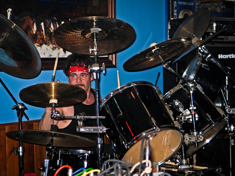 Good Rats drummer in 2005, if you know his name email me... RIP Peppi 1945-2013 We will miss you, Rat On!