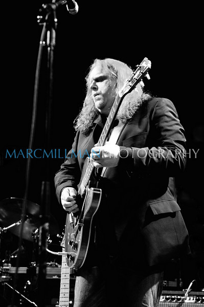 Warren solos on Dreams<br /> (Bowery Ballroom- Tue 1/18/11)