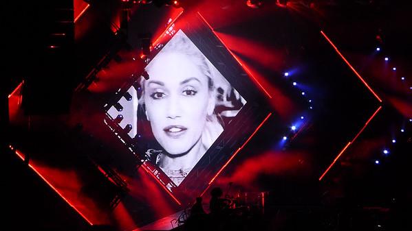 Gwen Stefani at Shoreline 10-8-16