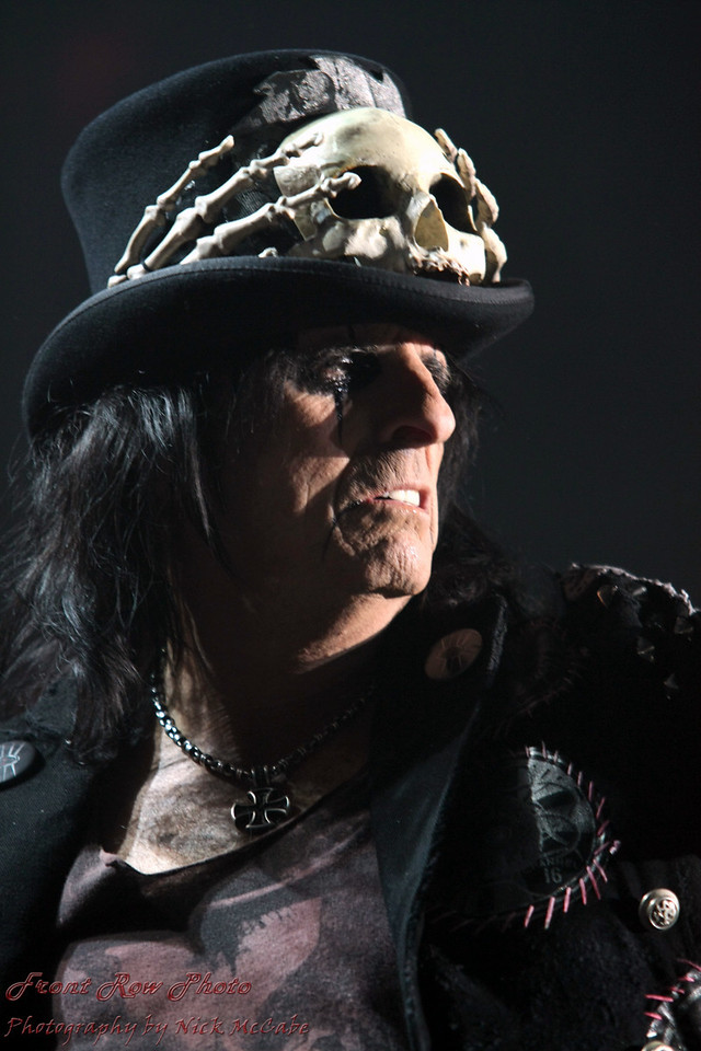 "Alice Cooper - 2011 <a href=""http://rockhall.com/inductees/alice-cooper/"">Alice Cooper: inducted in 2011at RockHall.com</a>"