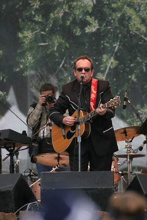 Solo Elvis Costello!!!!!!!!!!!!!!!
