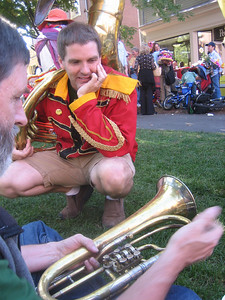 Another musician was fascinated by Ken's antique horn.