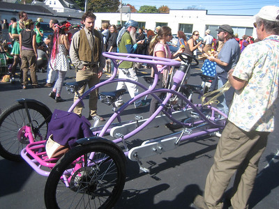 Waiting for the parade to start... admiring the creative costumes, carts and bicycles...