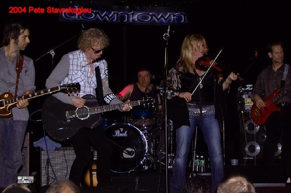(L to R) Jack Petruzzelli, Ian Hunter, Steve Holley, Soozey Tyrell, and Graham Maby