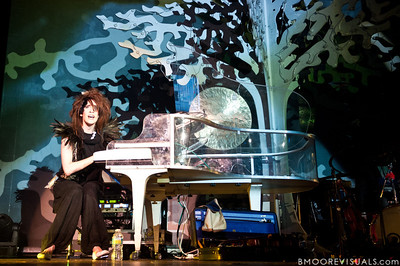 Imogen Heap performs on June 1, 2010 at House of Blues in Orlando, Florida