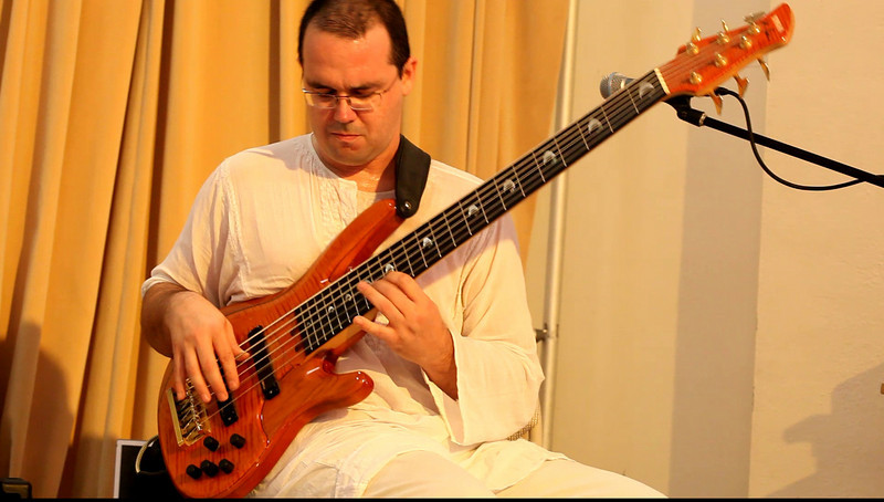20090921 Jaafar Music, Carrboro Music Festival (4821[video], 425p, c2009 Dilip Barman)