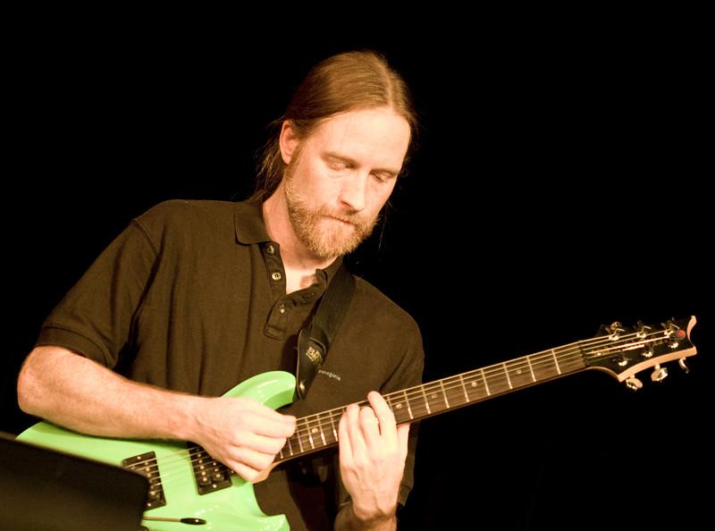 5 Dave Brown, Guitar, Jaafar Music - Sep 21 2007, Carrboro ArtsCenter (1047p)