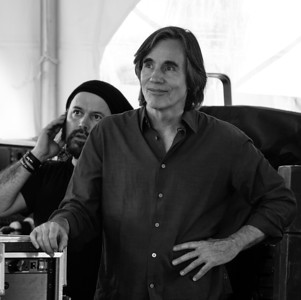 Carlos Varela and Jackson Browne, 2011.