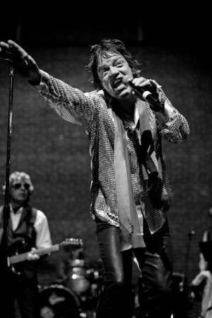 Jagged Stones' frontman Stephen Skipper rings in 2013 with a performance at Atlanta's Strand Theatre.