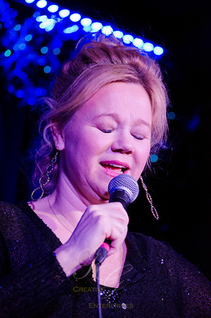 Caroline Rhea, special guest comedienne.
