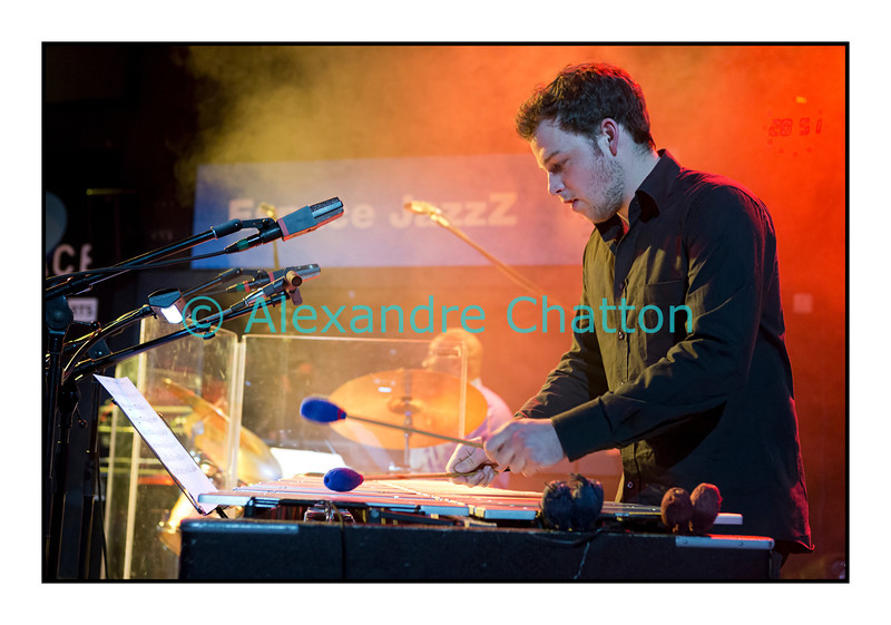 Mardi 4 décembre 2012: le pianiste François Lindemann en concert public au Studio 15 de la RTS à Lausanne avec une partie des musiciens qu'il côtoie depuis des décennies.<br /> Ici, Jean-Lou Treboux.