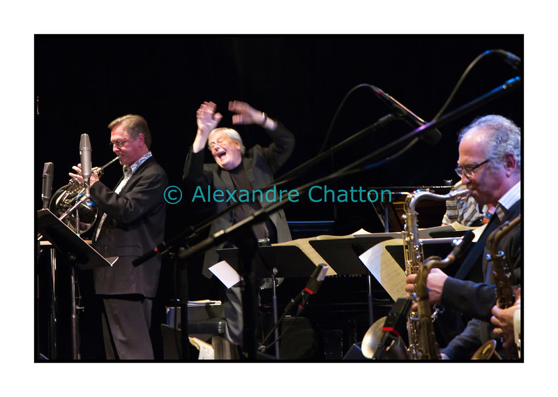 George Gruntz dirige son big band avec enthousiasme!