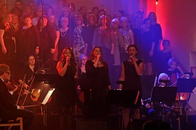Jenny Eriksen, Madlene Lundström och Paula Gullbing, körerna och orkestern