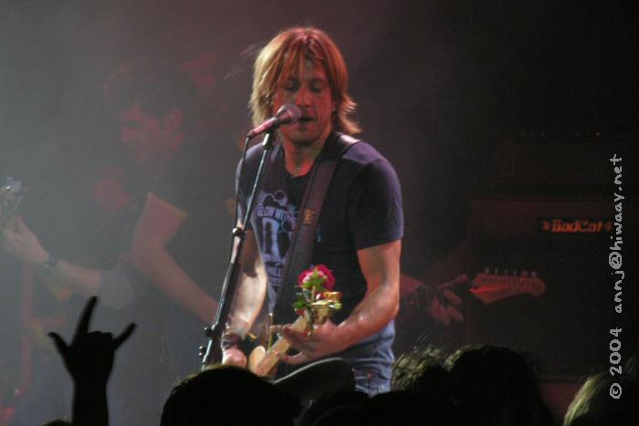 Detroit, State Theatre<br /> ...the rose is still on the end of the guitar - CUTE!