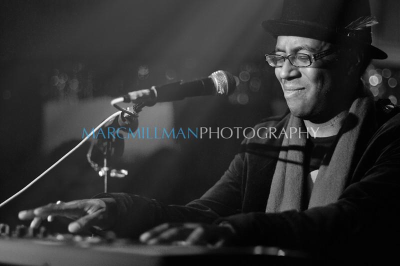 A Song For You<br /> <br /> Kimock Kreutzman Porter Hall @ Sullivan Hall (Sat 1/1/11) B&W