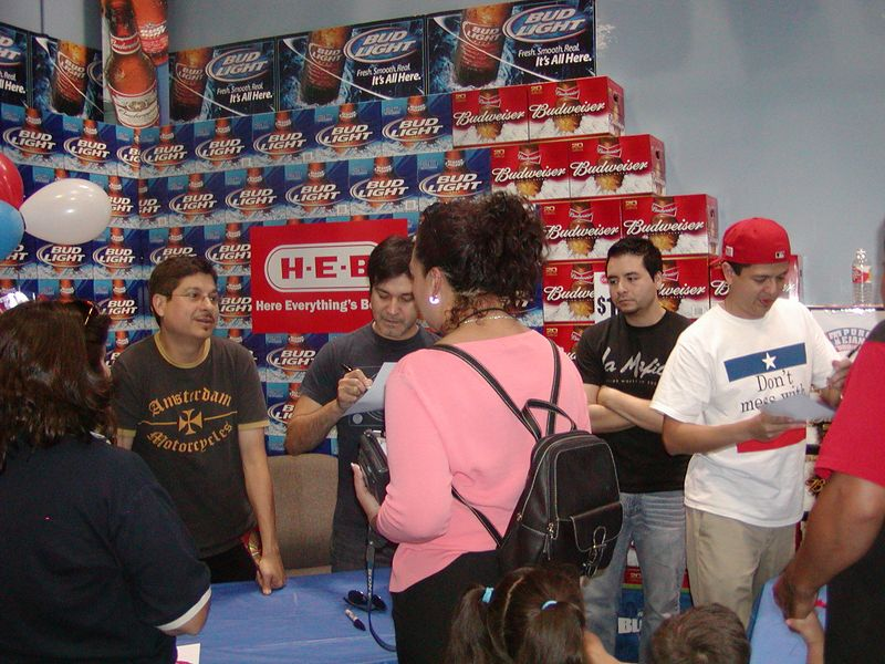 Autograph and Photo session at the Gulfgate H.E.B in Houston on 8-26-2005