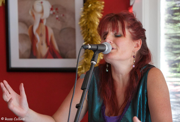 Laura Collins, Kelburn Pub, December 2013