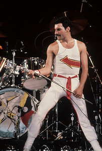 Queen_lp_1001 Freddie Mercury, lead singer of the English group Queen, performs live at Madison Square Garden in New  York City, 1982 Photo ©Laurie Paladino 1982