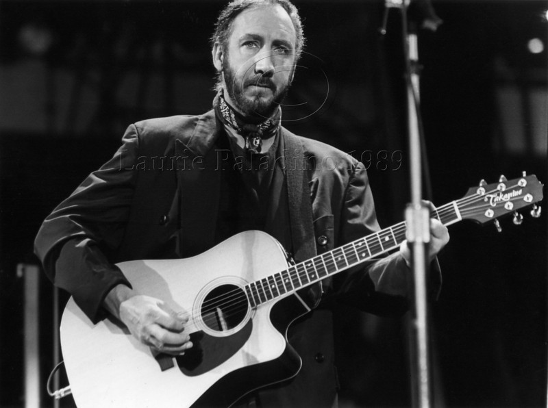 Pete Townshend of The Who performs live in concert at Giants Stadium, New Jersey in 1989