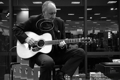Pete Townshend at Barnes and Noble in store performance to support his partner Rachel Fuller's cd release, The Grove, Los Angeles CA  November 3, 2006 Photo ©Laurie Paladino 2006