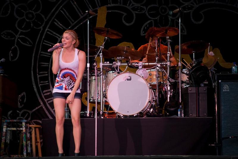 Lee Ann Rimes onstage at Great Adventure, Jackson NJ, July 4 2009