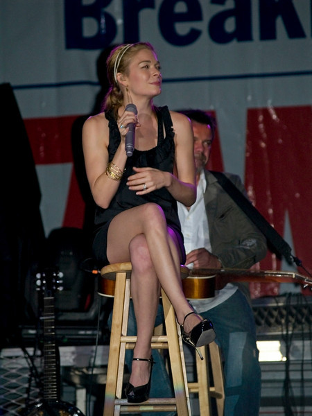 Lee Ann Rimes onstage at Great Adventure, Jackson NJ, September 9, 2007