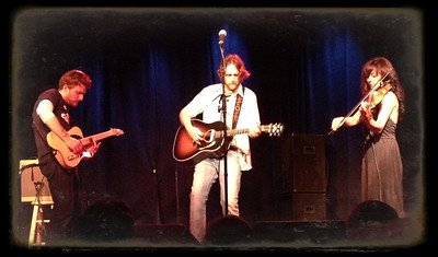 Hayes Carll performing at the Palms in Winters, CA -- flanked by Amanda Shires and Grant Siemens