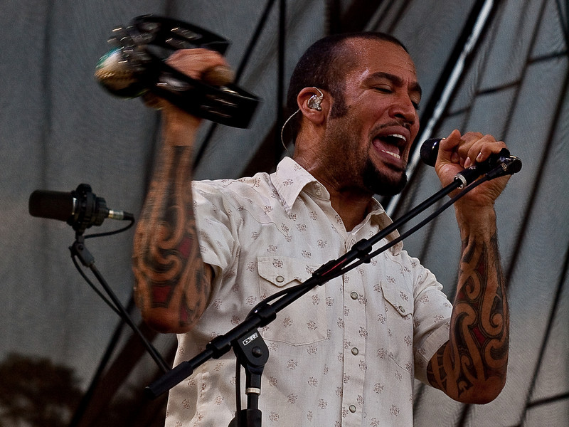 Ben Harper and Relentless7<br /> AMD (West) Stage<br /> Sunday, October 04, 2009, 6:00 - 7:00 PM<br /> Photos Courtesy of Sean Murphy © 2009
