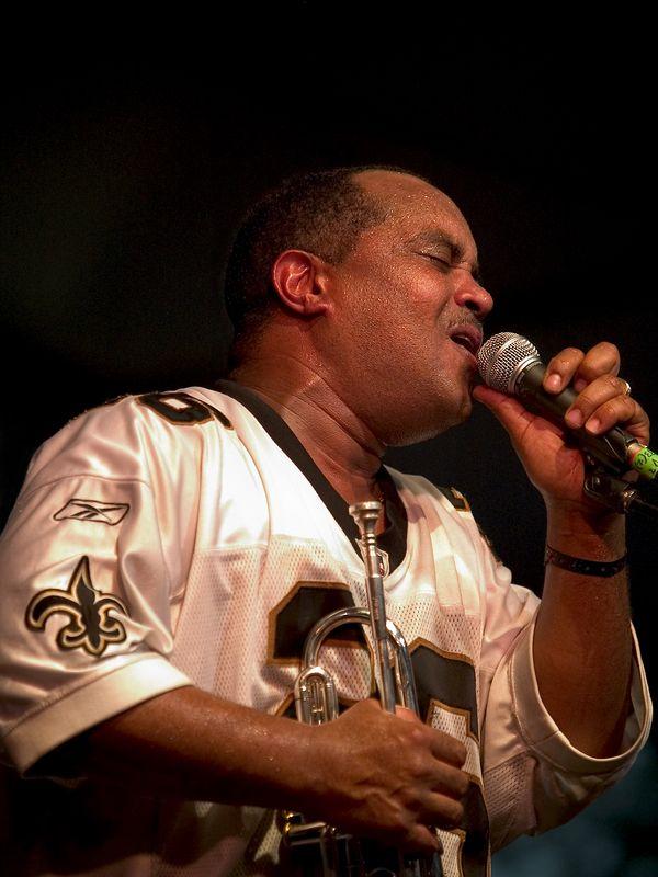 Efrem Towns (trumpet and vocals).