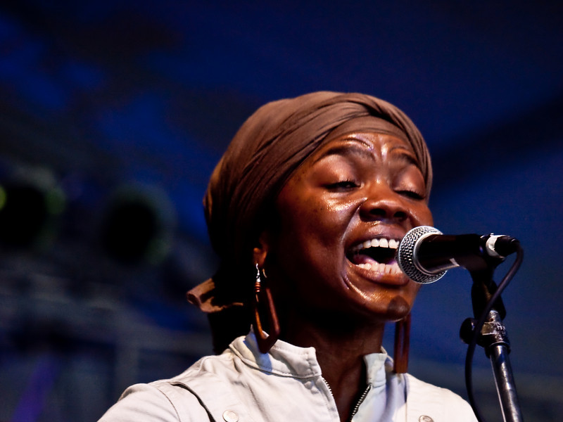 Charlete Wortham (vocals, percussion) of POI DOG PONDERING<br /> The Wildflower Center<br /> Friday, October 02, 2009, 3:15 - 4:05 PM<br /> Photos Courtesy of Sean Murphy © 2009
