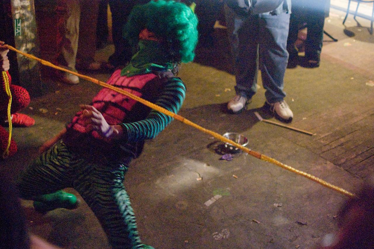 PEELANDER-GREEN playing limbo