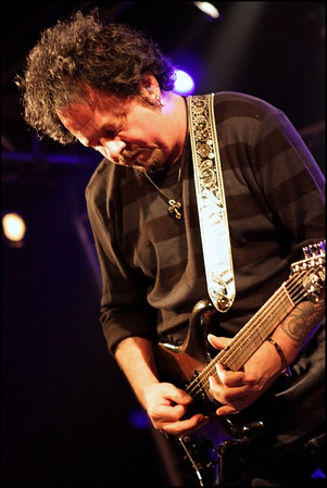 Steve Lukather in action