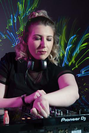 Lizzie, DJ