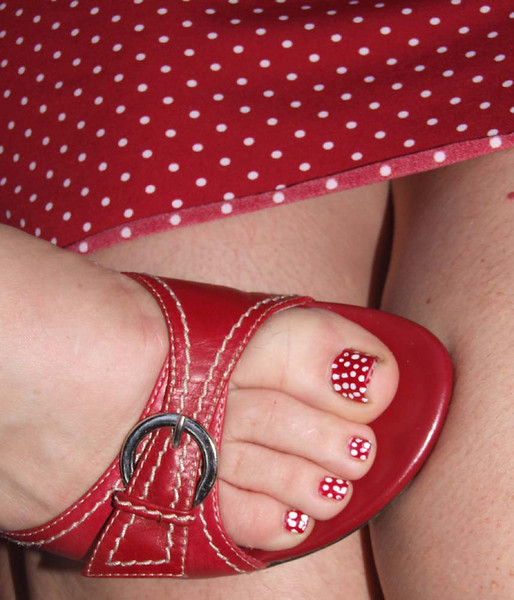 Polka dot madness - Jen Maurer's dress and Sharon's toes at Wolf Creek Winery 2007