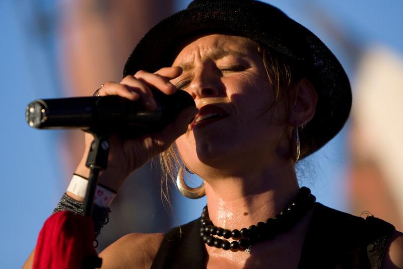 Lead singer - Kata Miletich of Locura.