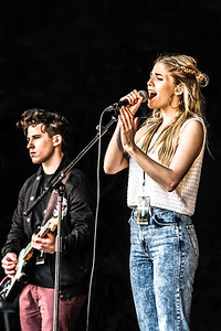 London Grammar playing Live